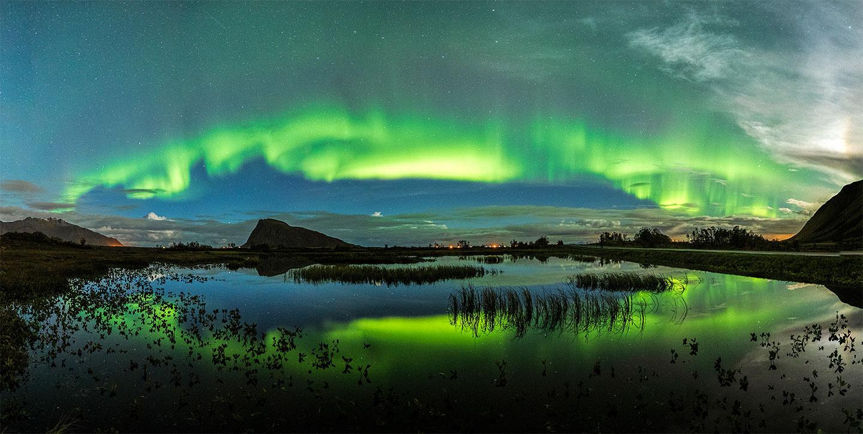 Køb Auroras over the pond av Frank Olsen