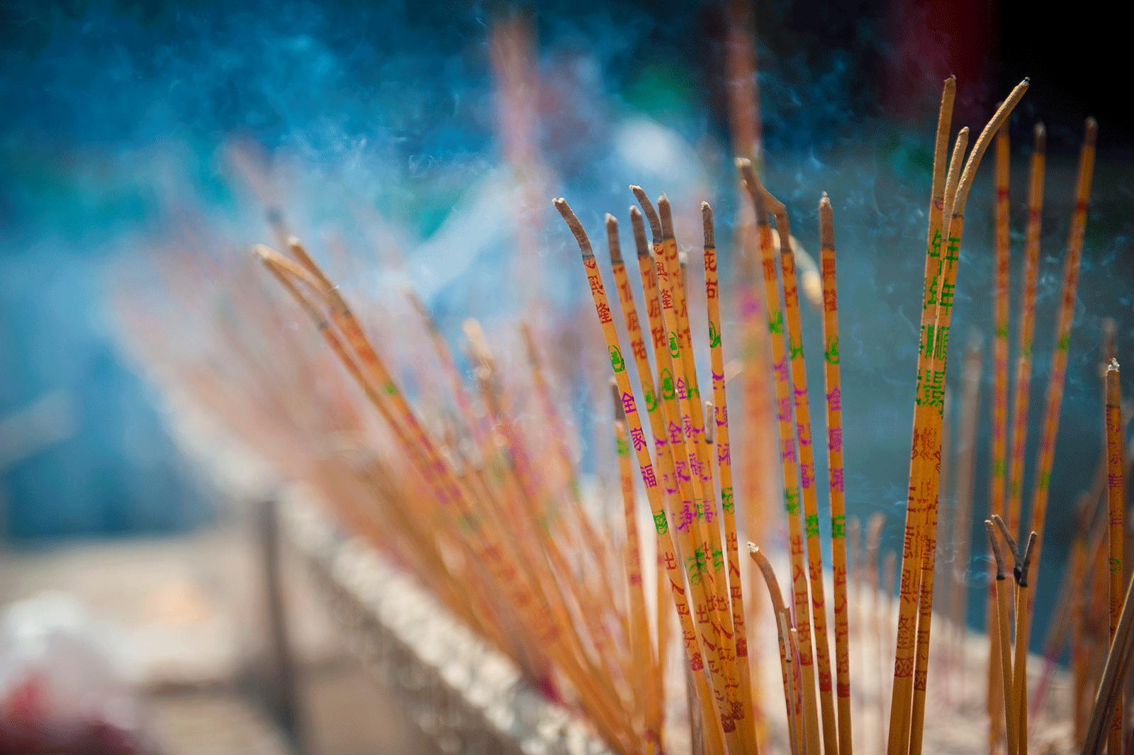 Køb Intense Incense av Julie Aucoin