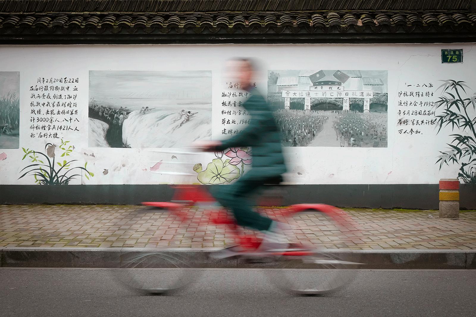 Køb Red Bicycle av Julie Aucoin