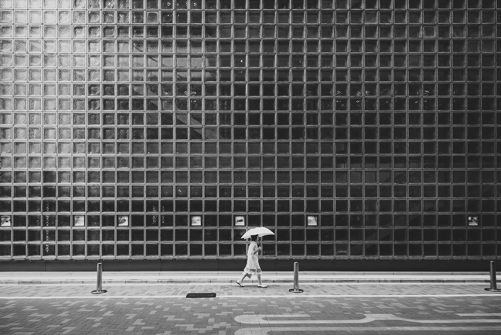 White Umbrella av Julie Aucoin